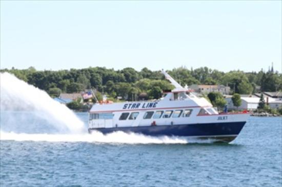 Best Western Harbour Pointe Lakefront: Fast ferry from St. Ignace to Mackinac Island