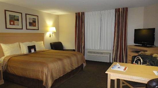 Candlewood Suites Houston Park 10: Bed and work desk