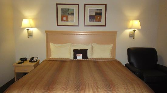 Candlewood Suites Houston Park 10: King bed