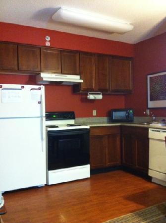 Residence Inn Indianapolis Carmel: kitchen!