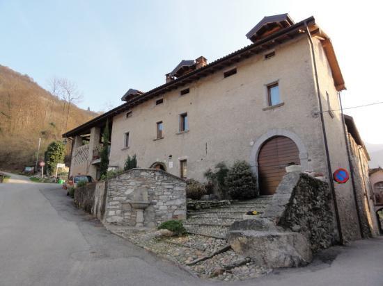 La Tana del Ghiro: View of the building