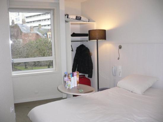 Ibis Styles Lille Centre Gare Beffroi : Habitación Hotel