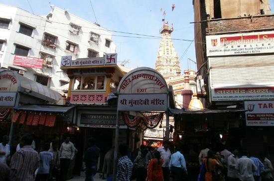 Mumbadevi Temple : 敷地の外から