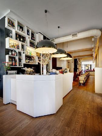 Dharma Hotel & Luxury Suites: Breakfast