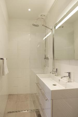 Boutique Hotel View: Bathroom Deluxe Double Annex