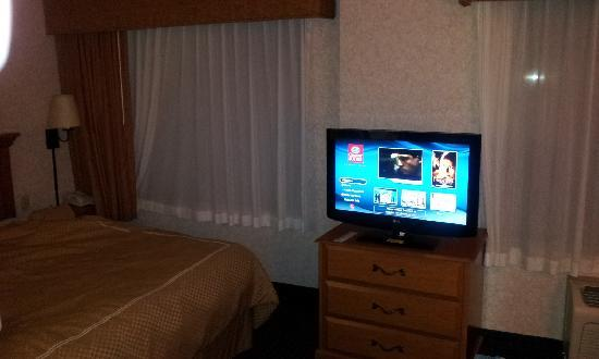 Comfort Suites: TV in room