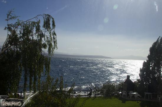 Apart Costa Azul: la vista al lago desde el comedor