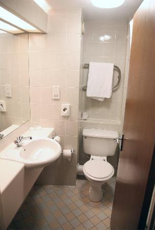 Britannia Airport Hotel: Bathroom Room 808