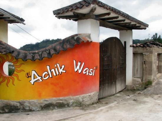 Hostal Achik Wasi: Entrance to the hostal/hotel
