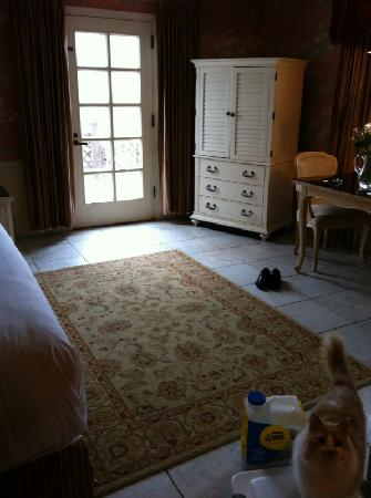 La Tourelle Hotel, Bistro, Spa: Nice tile floor everywhere