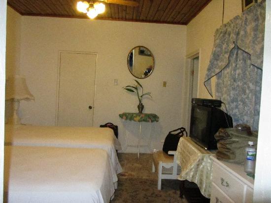 Ivanhoe's Guest House: Room