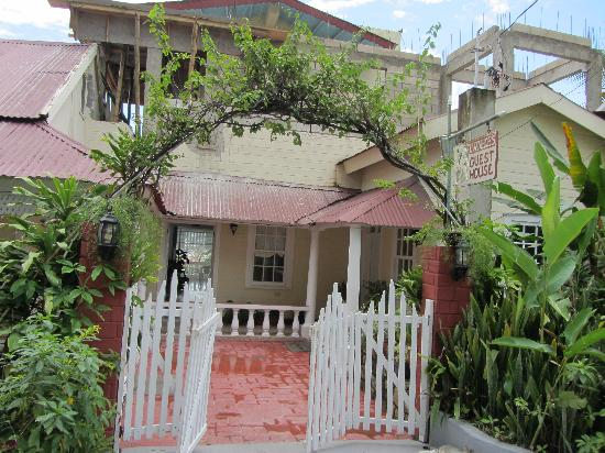 Ivanhoe's Guest House: Ivanhoe's