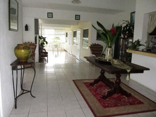 Ivanhoe's Guest House: lobby
