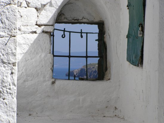 Петра, Греция: Old window with spectacular view