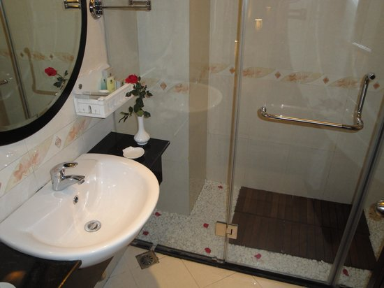 Hanoi Moment Hotel 2: Bath room