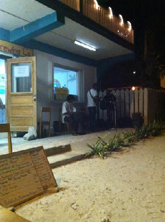 DandE's Frozen Custard & Sorbet: band playing....