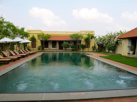 Visalam: Pool