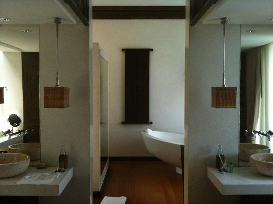 Four Seasons Resort Koh Samui Thailand: Bathroom in One Bedroom Villa