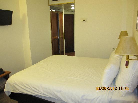 Jerusalem Gate Hotel: picture of room