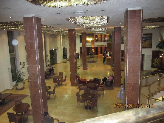 Jerusalem Gate Hotel: view of lobby from bar balcony