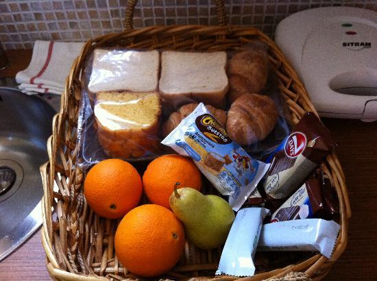 Elaion Mini Suites: Το καλάθι του πρωινού