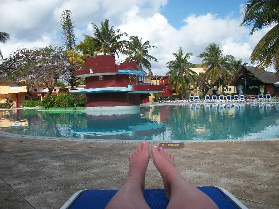 Le resto kiki 39 s club photo de gran caribe villa tortuga for Club piscine montreal locations
