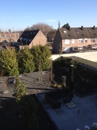 Hotel Waalwijk : Vue de la chambre