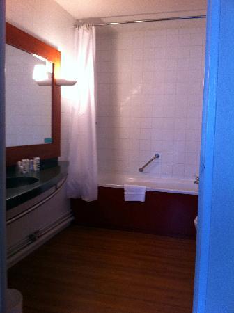 Hotel Les Jardins de Deauville: salle de bain
