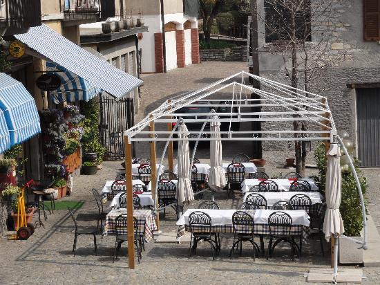 Trattoria del Fagiano : tavoli all'esterno