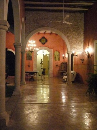 Hacienda Sacnicte: Hacienda is magical at night!
