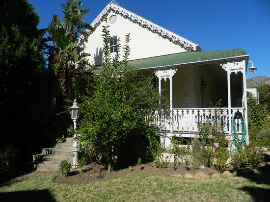 Montagu Manor: Sideview