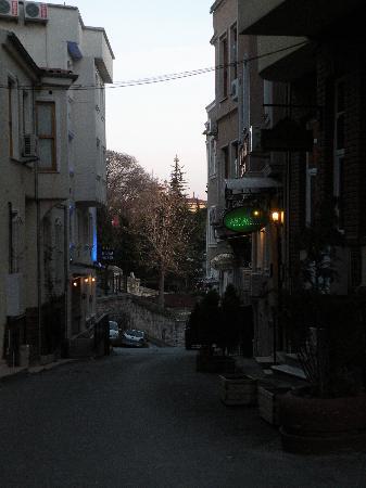 Mystic Hotel: la rue de l'hôtel Mystic