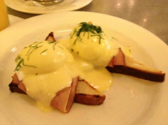 Can Can Brasserie: Eggs Benedict