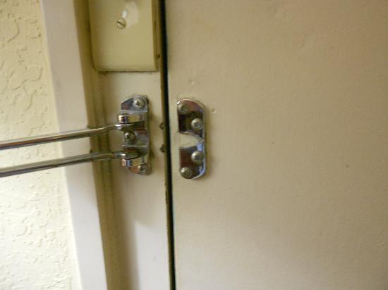 Ramada Sarasota: Safety Latch  LOL!!