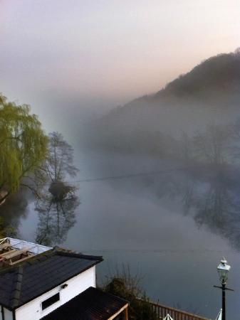 Ye Old Ferrie Inn: early morning mist