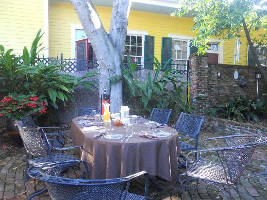 The New Orleans Jazz Quarters: Breakfast Service in the Gardens