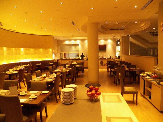 Movenpick Hotel & Apartments Bur Dubai: Breakfast is Served
