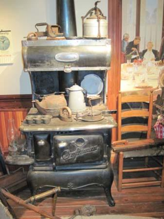 "Sharpsteen Museum: The ""good old days"" in an antique kitchen!"