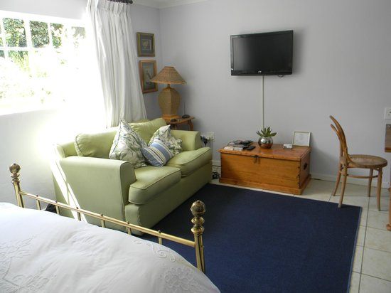 Leicester B&B: Flat Screen TV + WiFi