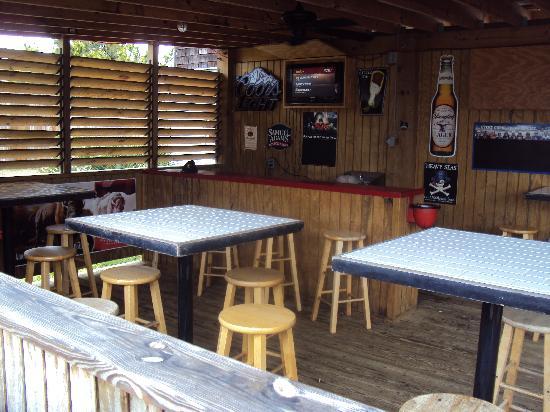 Lucky 12 Tavern: lucky 12 outdoor patio