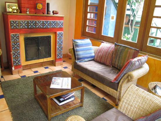 La Casa Sol Bed and Breakfast: Fireplace