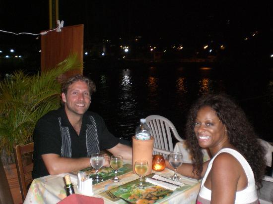 La Petite Auberge Des Isles: Dinner at waterfront