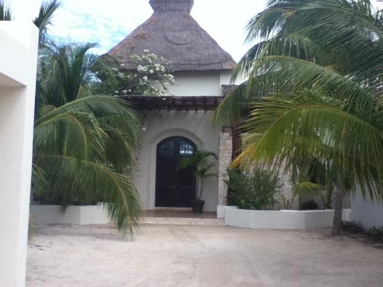 Chicxulub Puerto, Mexico: The house as you enter from the road.