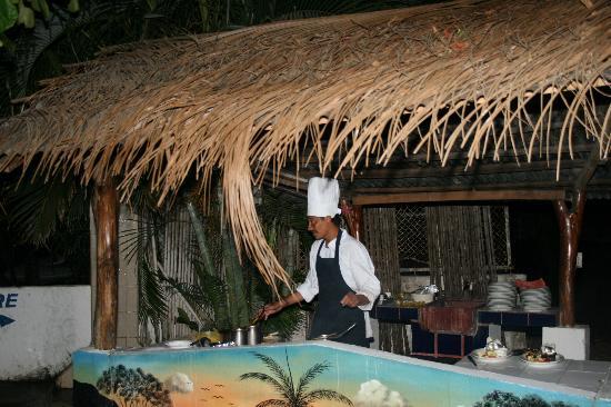 El Velero Restaurant: Chef in action