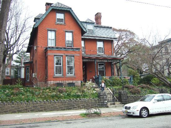 Spruce Hill Manor: Vue extérieure