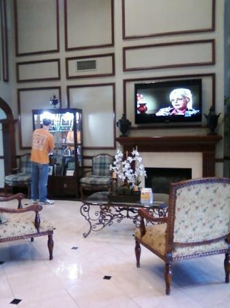 Comfort Suites: Lobby.