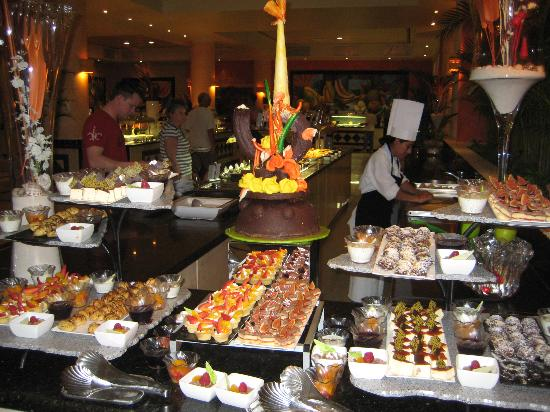 Grand Bahia Principe Coba : dessert at the buffet - well over 100 dishes