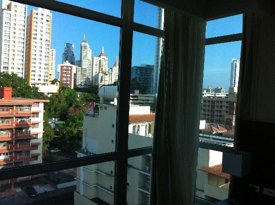 Clarion Victoria Hotel and Suites Panama : Corner Corner rooms offer a great view of the area.