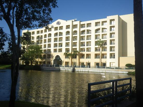 Hilton Boca Raton Suites: back of hotel from the lake area