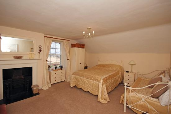 Glororum Farmhouse : Room No.4 with double and day beds